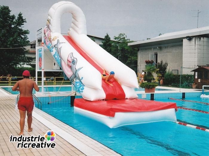 Tobbogan d eau gonflable pour piscines jeux dans l eau for Toboggan piscine occasion