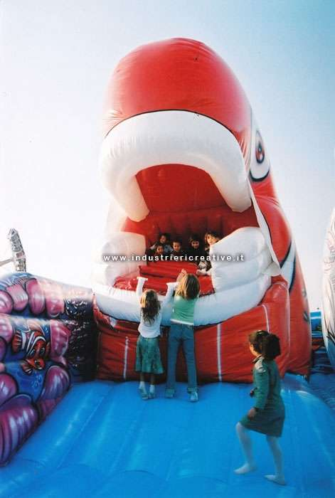 Closing the mouth - inflatable Nemo