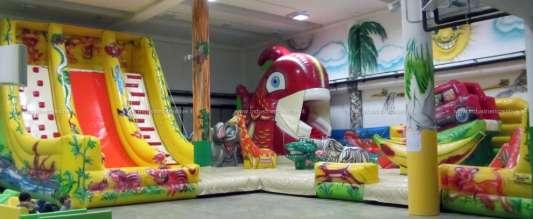 Playground gonfiabile Giungla con pesce mangia bambini, elefante, zebra, giraffa, coccodrillo, banana, scivoli, automobile