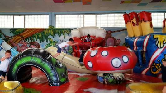 Customized inflatable structures - Pizza