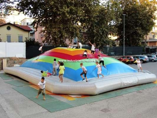 Montagna d'aria gonfiabile - parco giochi all'aperto