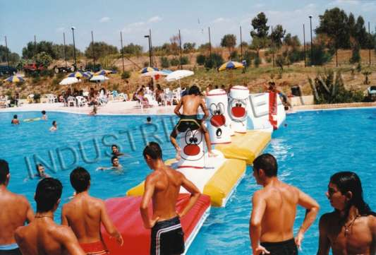 Inflatable course for swimming pool