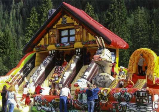 Inflatable multi-play Chalet