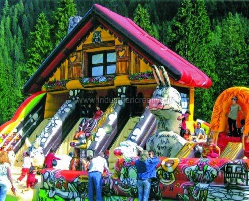 Grande playground gonfiabile Chalet