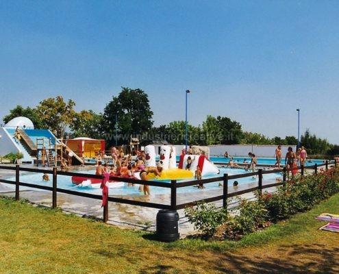 Produzione e vendita di percorso gonfiabile ad ostacoli per piscine