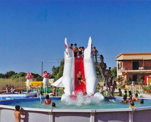 Produzione e vendita di scivoli gonfiabili per piscina fuori terra