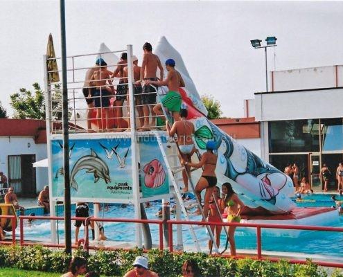 Produzione e vendita di gonfiabili per piscine