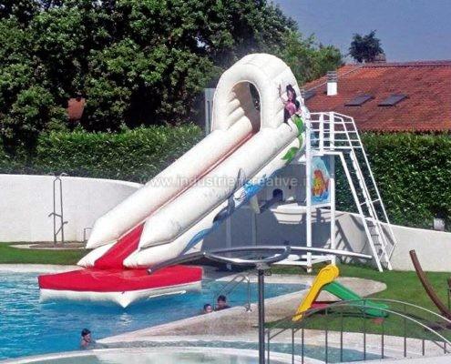 Produzione e vendita di acquascivoli gonfiabili per piscine private