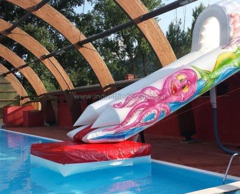 Produzione e vendita di scivoli gonfiabile per piscine coperte