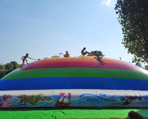Produzione e vendita di giochi gonfiabili per piscine - Manufacturing and supply of inflatable games for swimming pools - Fabrication et vente de jeux gonflables pour piscines