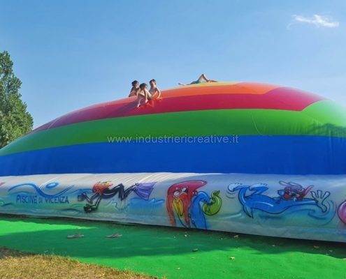 Produzione e vendita di giochi gonfiabili per acquapark - Manufacturing and supply of inflatable games for water parks - Fabrication et vente de jeux gonflables pour parcs aquatiques