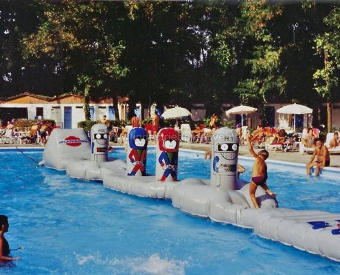 Percorso gonfiabile ad ostacoli galleggiante per piscine - produzione e vendita