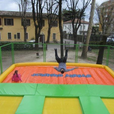 Modular trampolines with airbag supply - Produzione e vendita di tappeti elastici con airbag - Trampolines en batterie avec airbag vente