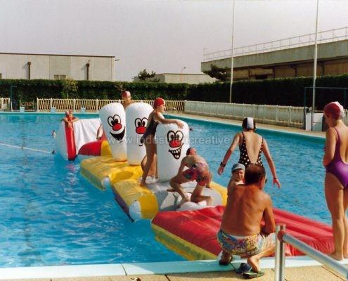 Produzione e vendita di percorso gonfiabile galleggiante per piscina
