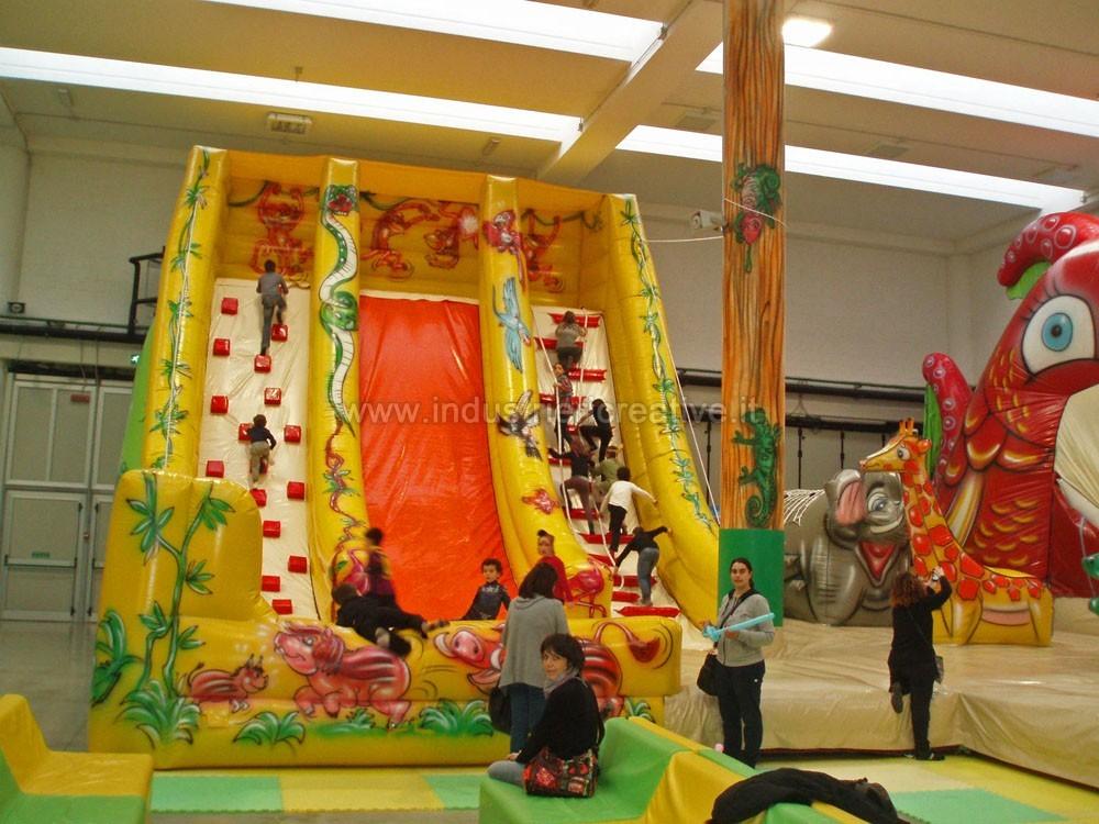 Toboggan gonflable jungle industrie ricreative for Gonfiabili pistoia