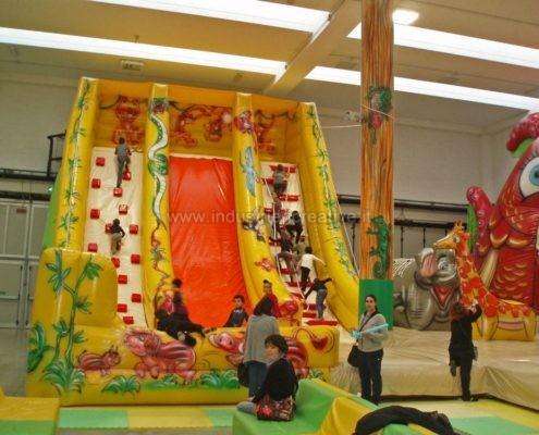 Scivolo gonfiabile Giungla - grandi scivoli gonfiabili per parchi giochi, lunapark, ludoteche, aree bambini - fabrication et vente de toboggan gonflable Jungle