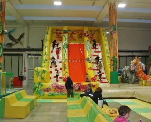 Scivolo gonfiabile Giungla - grandi scivoli gonfiabili per parchi giochi, lunapark, ludoteche, aree bambini - vente de toboggan gonflable pour enfants