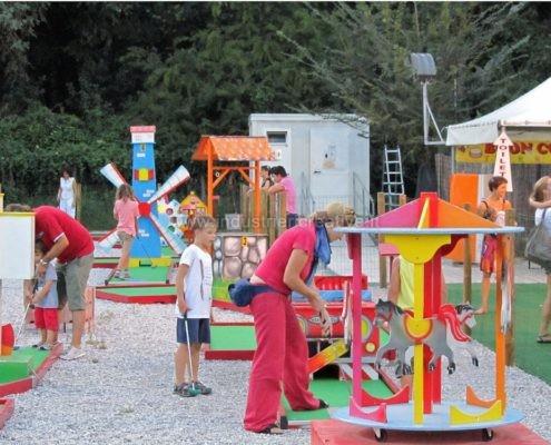 Vendita minigolf - Produzione e vendita di campo da minigolf animato con ostacoli meccanici - fabrication de minigolf - Minigolf Verkauf