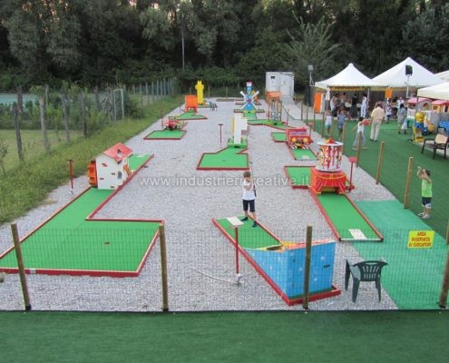 Vendita di minigolf - Miniature golf manufacturers - Produzione e vendita campo Minigolf Animato con 9 piste da minigolf - fabrication de minigolf
