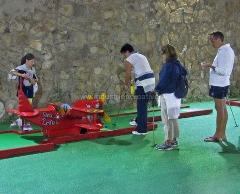 Produzione e vendita di piste da minigolf con aereo - fabrication de minigolf