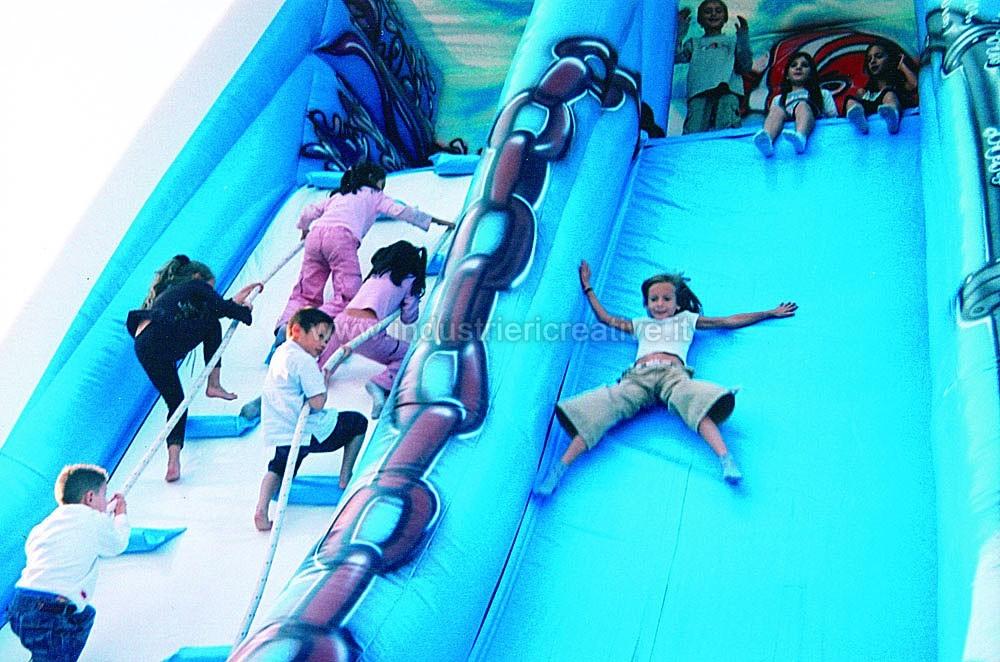 Toboggan gonflable Vague - fabrication et vente de toboggan gonflable pour enfants et pour parcs de loisirs