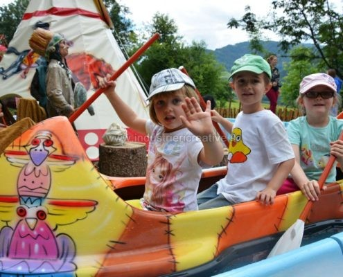 vendita di giostre per bambini - Produzione e vendita di canoe per Venture River - fabrication de manèges pour parcs d'attractions