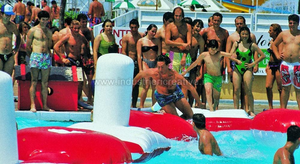 Produzione e vendita di percorso gonfiabile galleggiante ad ostacoli per piscine