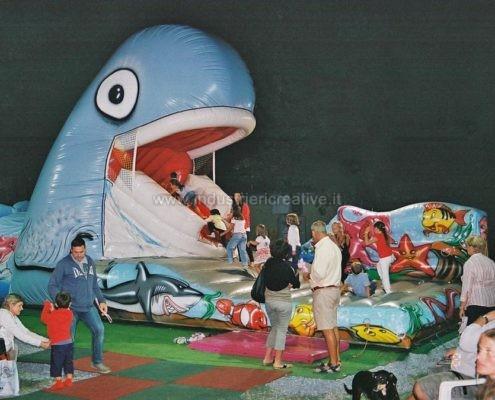 Balena gonfiabile mangia bambini - apertura della bocca