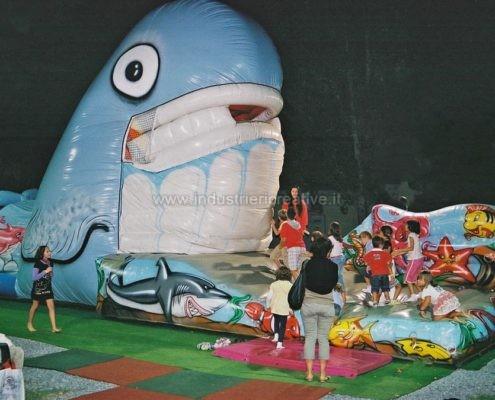 Balena gonfiabile mangia bambini - chiusura della bocca