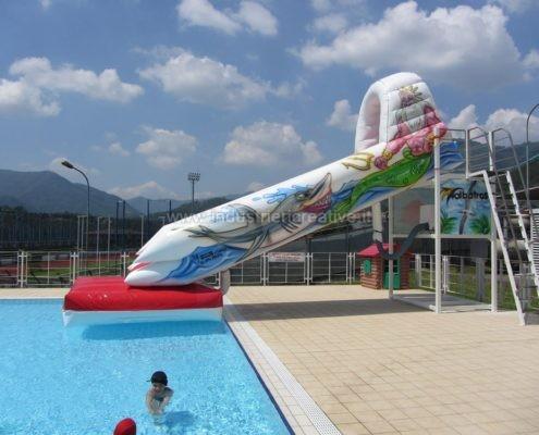 Produzione e vendita di scivolo gonfiabile per piscine pubbliche
