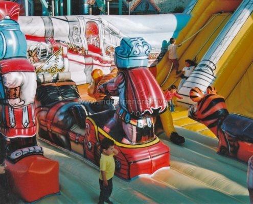 Gioco gonfiabile Roma - produttori di grandi giochi gonfiabili per parchi gioco e lunapark