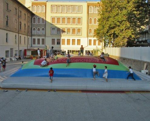 Produzione e vendita di giochi gonfiabili per parco giochi - Manufacturing and supply of inflatable games for playgrounds - Fabrication et vente de jeux gonflables pour aires de jeux