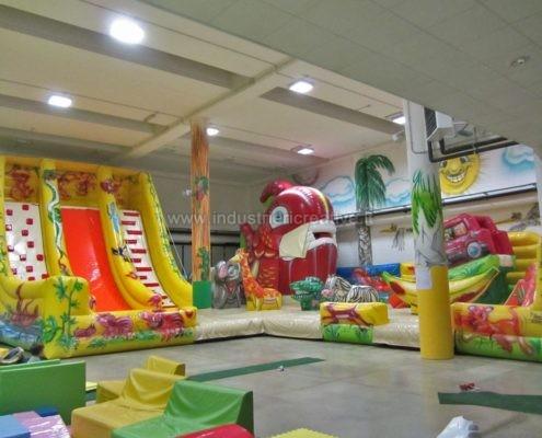 Produzione e vendita di grandi giochi gonfiabili - Fabrication et vente de grand multi-jeu gonflable