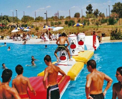 Produzione e vendita percorso gonfiabile ad ostacoli per piscine