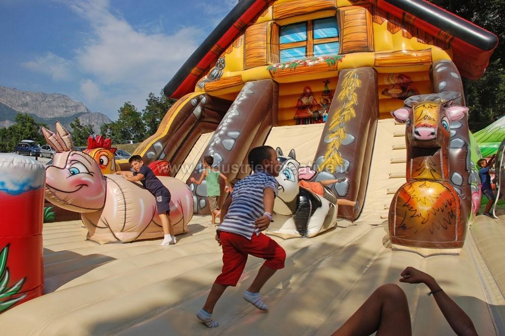 Grande gioco gonfiabile Chalet - produzione e vendita di playground gonfiabili