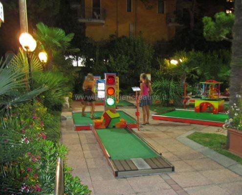 Vendita piste da minigolf con semaforo - vente de parcours mini golf - Miniature golf supply