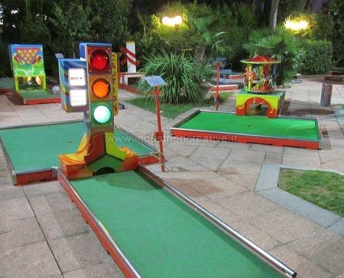 Vendita di minigolf - Miniature golf manufacturers - Produzione e vendita campo minigolf animato con ostacoli - vente de parcours mini golf - Minigolf Hersteller