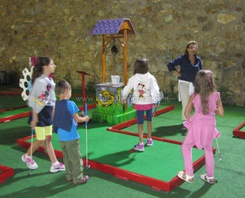 Vendita piste da minigolf con pozzo dei desideri - vente de parcours mini golf - Minigolf Hersteller