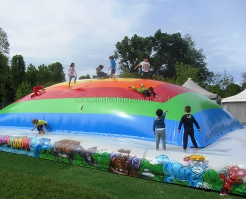 Inflatable air mountain