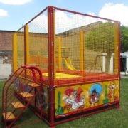 Trampoline pour parcs de jeux rouge