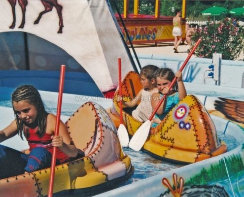 construction and supply of water attractions for amusement park and plauground - fabrication de manèges pour parcs d'attractions